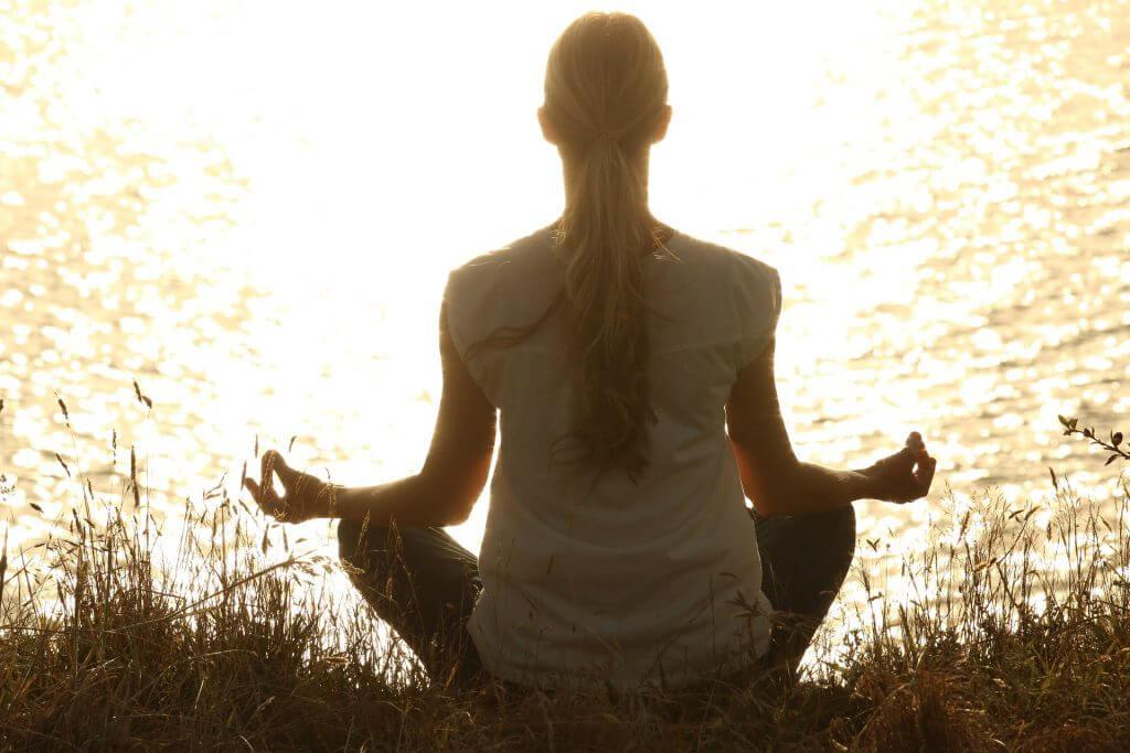 Gewicht verlieren,Gewichtsabnahme,Nahrungsergänzungsmittel,Yoga,alternative Medizin,Abnehmen,Bewegung,Kurkuma,Diät,Diätplan,Hypnose,